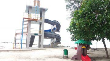 Pulau Putri sliding children park