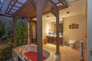 Mahesa bathtub Imani Villas